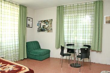 Žuljana, Jadalnia w zakwaterowaniu typu studio-apartment.