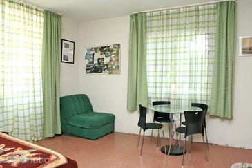 Žuljana, Jedilnica v nastanitvi vrste studio-apartment, WiFi.