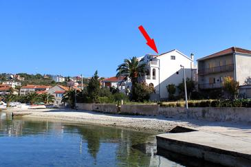 Okrug Gornji, Čiovo, Objekt 458 - Ubytování v blízkosti moře s oblázkovou pláží.