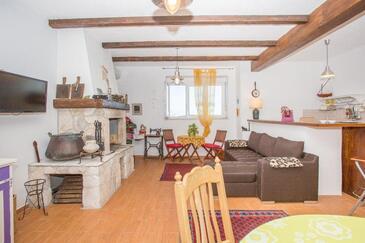 Orebić, Obývacia izba v ubytovacej jednotke studio-apartment, klimatizácia k dispozícii a WiFi.