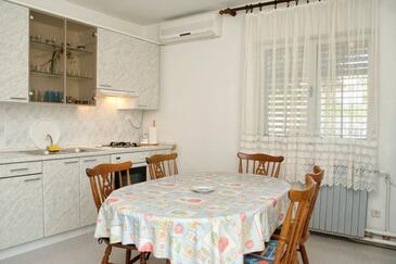 Jelsa, Dining room in the apartment, dopusteni kucni ljubimci i WIFI.