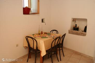 Vrboska, Dining room in the apartment, (pet friendly) and WiFi.