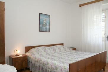 Jelsa, Bedroom in the room, air condition available, (pet friendly) and WiFi.