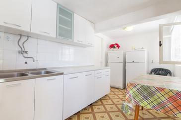 Zaraće (Gdinj), Kuchyně v ubytování typu house.