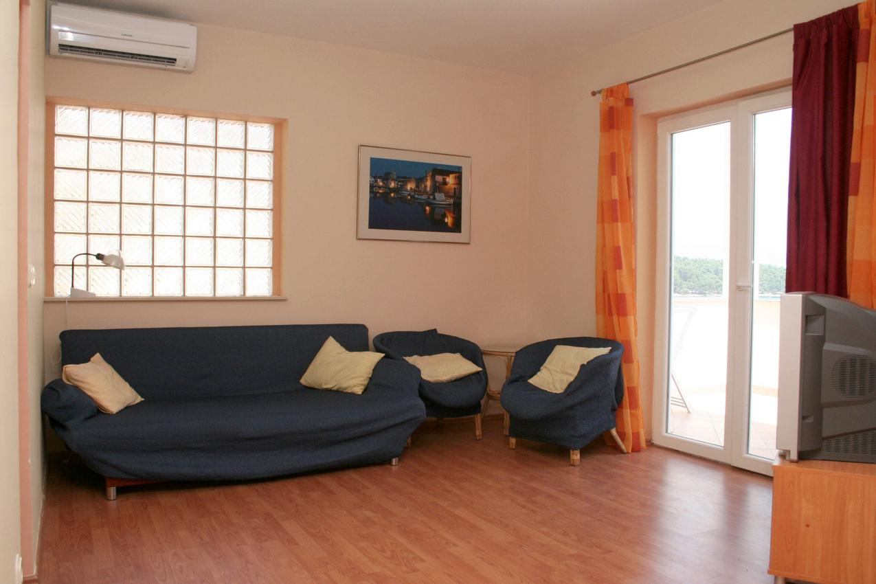 Ferienwohnung im Ort Jelsa (Hvar), Kapazität 2+2 (1013654), Jelsa (HR), Insel Hvar, Dalmatien, Kroatien, Bild 2