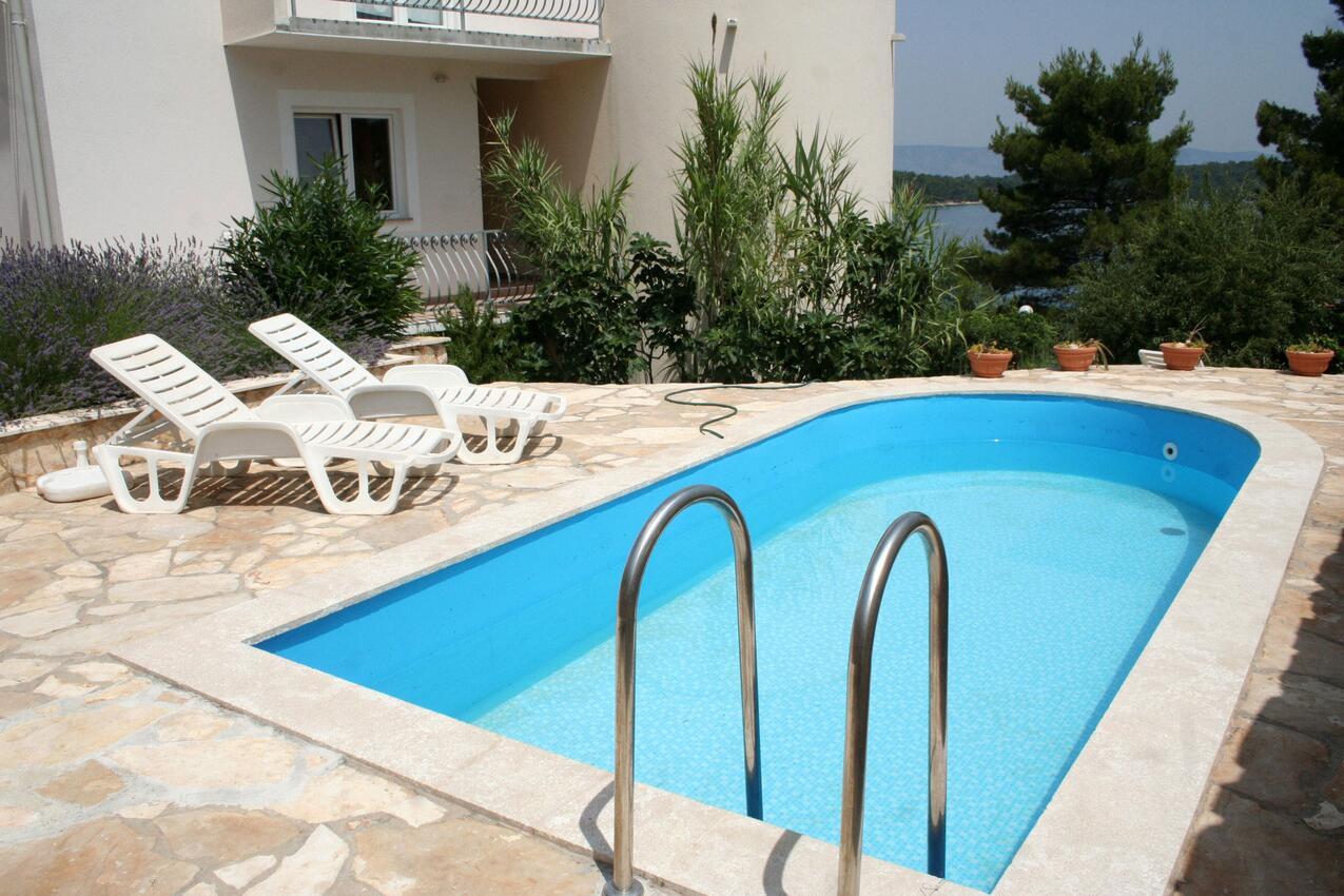 Jelsa apartmány s bazénem