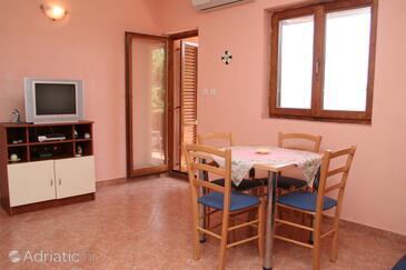 Sveta Nedilja, Blagovaonica u smještaju tipa apartment, dostupna klima, kućni ljubimci dozvoljeni i WiFi.