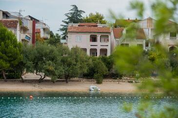Grebaštica, Šibenik, Объект 461 - Апартаменты вблизи моря с галечным пляжем.