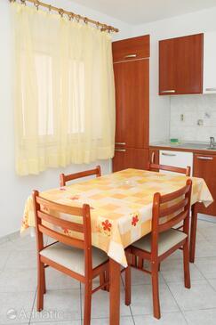 Sveta Nedilja, Comedor in the apartment, air condition available y WiFi.