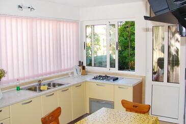 Hvar, Kitchen in the apartment, dopusteni kucni ljubimci i WIFI.