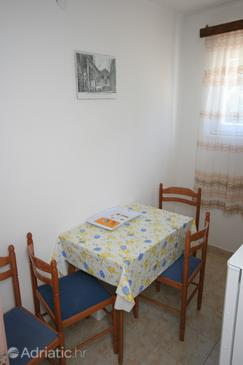 Skozanje, Eetkamer in the apartment, (pet friendly).