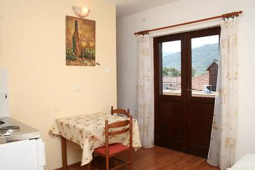 Stari Grad, Dining room in the studio-apartment, WIFI.