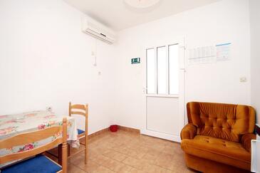 Stari Grad, Dining room in the studio-apartment, dostupna klima i WIFI.