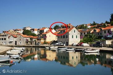 Vrboska, Hvar, Property 4633 - Apartments with pebble beach.