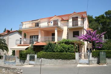Vrboska, Hvar, Property 4634 - Apartments with rocky beach.