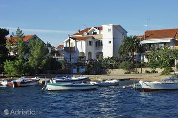 Brodarica, Šibenik, Property 464 - Apartments near sea with pebble beach.