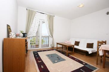 Mastrinka, Obývacia izba v ubytovacej jednotke apartment, klimatizácia k dispozícii, domáci miláčikovia povolení a WiFi.