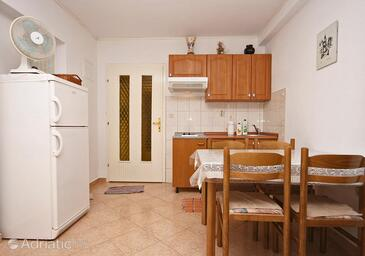 Mastrinka, Dining room in the studio-apartment, WiFi.