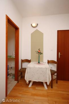 Nemira, Comedor in the studio-apartment, WiFi.