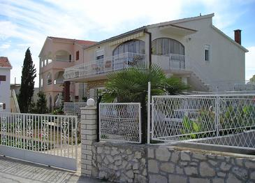 Bušinci, Čiovo, Property 4656 - Apartments with pebble beach.