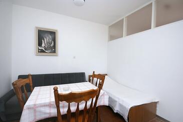 Rogoznica, Sala da pranzo nell'alloggi del tipo apartment, condizionatore disponibile, animali domestici ammessi e WiFi.