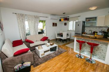 Duće, Living room in the apartment, (pet friendly) and WiFi.