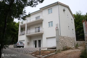Duće, Omiš, Property 4664 - Apartments near sea with sandy beach.
