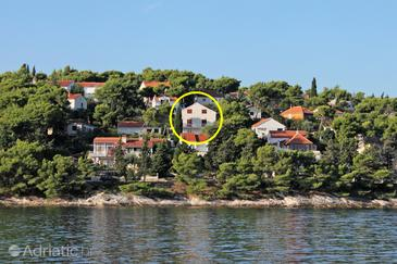 Splitska, Brač, Property 4665 - Rooms near sea with rocky beach.