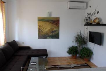 Bušinci, Living room in the apartment, dostupna klima, dopusteni kucni ljubimci i WIFI.