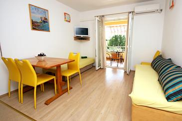 Žaborić, Dining room in the apartment, air condition available and WiFi.