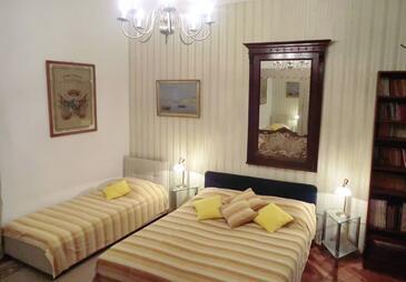 Dubrovnik, Bedroom in the room.