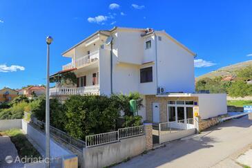 Grebaštica, Šibenik, Объект 471 - Апартаменты вблизи моря с галечным пляжем.