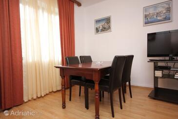 Štikovica, Dining room in the apartment, dopusteni kucni ljubimci i WIFI.