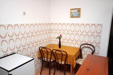 Srebreno, Dining room in the studio-apartment.