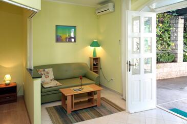 Cavtat, Living room in the studio-apartment, dopusteni kucni ljubimci i WIFI.