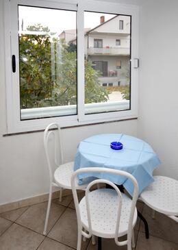 Podaca, Jadalnia w zakwaterowaniu typu studio-apartment, WIFI.