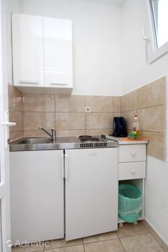 Podaca, Kitchen in the studio-apartment, air condition available and WiFi.