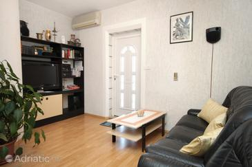 Dubrovnik, Woonkamer in the apartment, air condition available, (pet friendly) en WiFi.