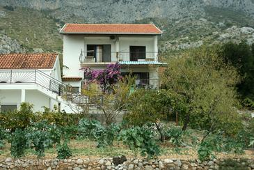 Brist, Makarska, Property 4758 - Apartments near sea with pebble beach.
