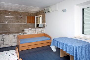 Soline, Jídelna v ubytování typu studio-apartment, s klimatizací a WiFi.
