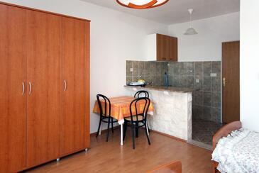 Soline, Jídelna v ubytování typu studio-apartment, WiFi.