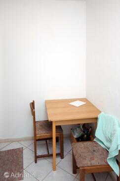 Srebreno, Dining room in the studio-apartment, WIFI.