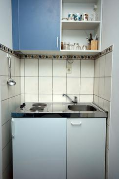Mlini, Kitchen in the studio-apartment.
