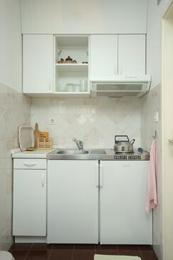 Mlini, Kitchen in the studio-apartment.