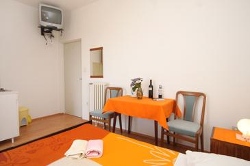 Cavtat, Dining room in the studio-apartment, WIFI.