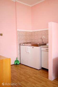 Soline, Kitchen in the studio-apartment, dopusteni kucni ljubimci i WIFI.