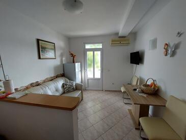 Plat, Jídelna v ubytování typu apartment, s klimatizací a WiFi.