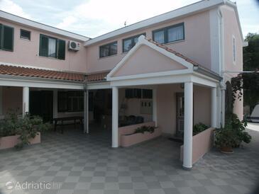 Brodarica, Šibenik, Property 478 - Rooms by the sea.