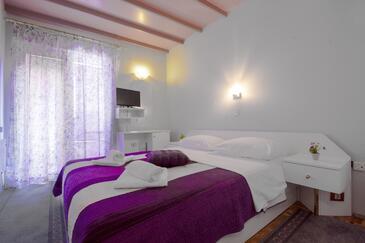 Brodarica, Sypialnia w zakwaterowaniu typu room, dostupna klima i dopusteni kucni ljubimci.
