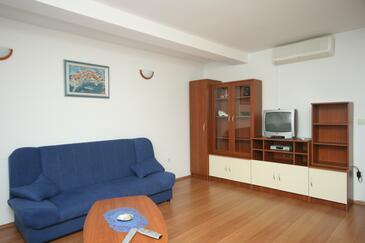 Cavtat, Living room in the apartment, dostupna klima i WIFI.